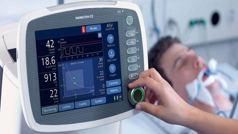 خبرنگاران یک دستگاه تنفس دیگر به بیمارستان سبزوار اهدا شد
