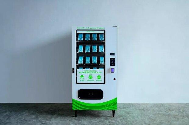 ماشین اتوماتیک ماسک رایگان به سنگاپوری ها می دهد