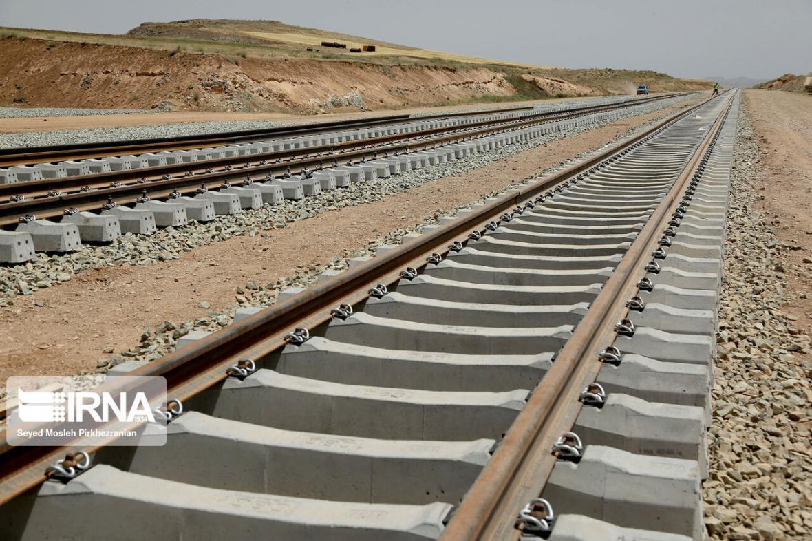 خبرنگاران رییس جمهور خط دوم راه آهن کرج -قزوین را افتتاح می نماید