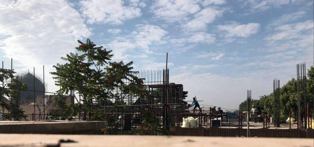 ستون ها در حریم نقش دنیا بالاتر رفتند، مجتمع تجاری در حریم نقش دنیا 9 متر ارتفاع گرفت