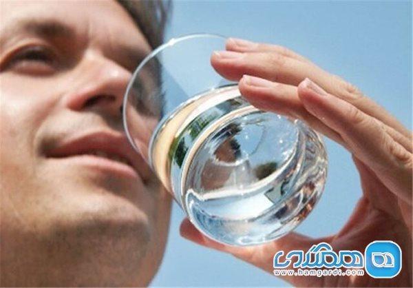 در روزهای گرم تابستان آب گرم بنوشید