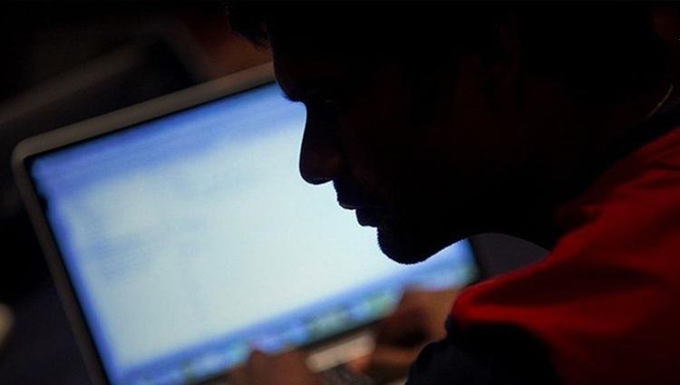 دو دختر جوان، قربانی انتقام گیری اینترنتی عاشقان شکست خورده