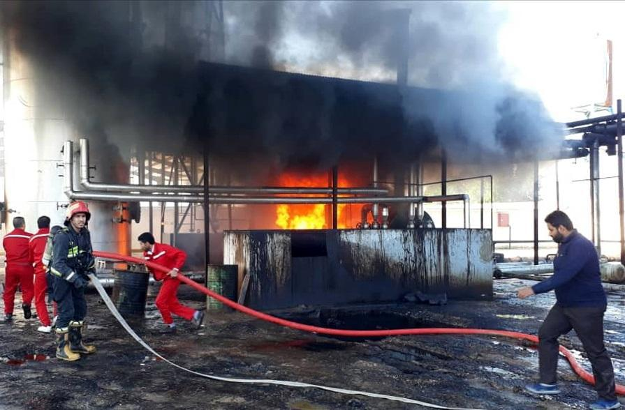 نشت روغن باعث آتش سوزی در واحد قیرشرکت نفت پاسارگاد آبادان شد