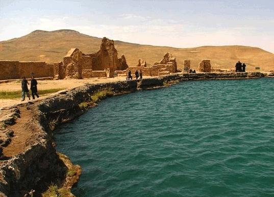 دریاچه گنج تخت سلیمان؛ جاذبه زیبای آذربایجان غربی