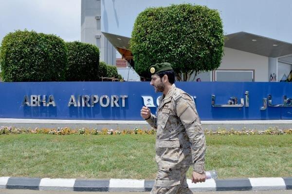 حمله هوایی نیروهای یمن به فرودگاه أبها در عربستان سعودی